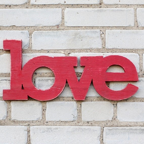 love-sign-hanging-modern-accessories-and-decor